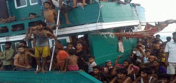 O sută de imigranți au murit