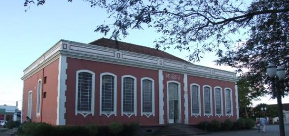 Prefeitura de Campo Largo - PR abre concursos