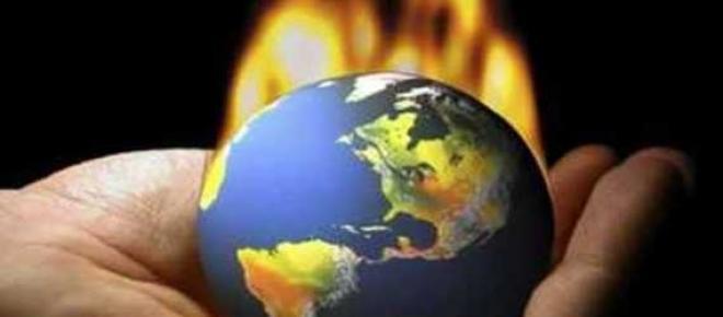 A imagem diz-nos que o mundo está na mão de cada um, e quem faz ele ficar em chamas são as atitudes que se tomam todos os dias, se o planeta não for cuidado, vai virar um verdadeiro inferno, e depois já não haverá volta a dar.