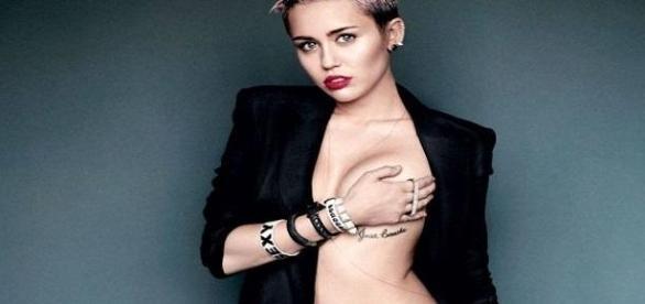 Miley Cyrus: Oben ohne zum Konzert!