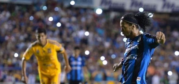 Ronaldinho ilusiona a los Queretanos