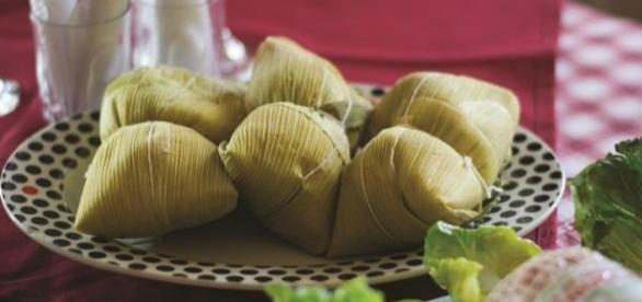 Tamales envueltos en hojas de chala