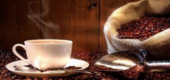 Zațul de cafea te poate scăpa de celulită