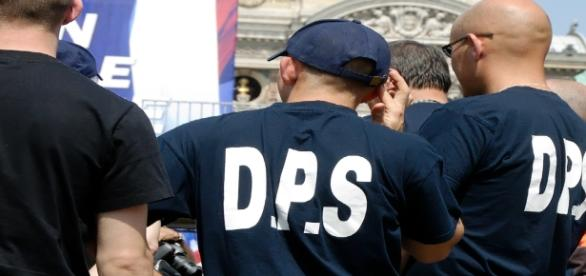 D.P.S. - police, front d'ordre FN - CC BY