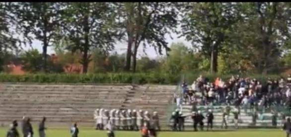 Kibole z Knurowa ruszają w stronę gości (YT)