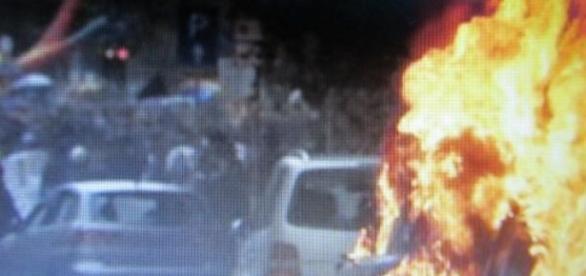 Violência e destruição nos protestos em Milão