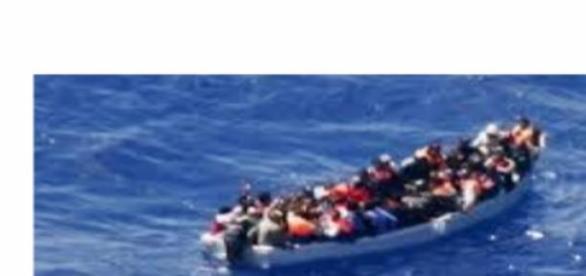barcone immigrati mar mediterraneo
