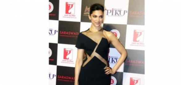 Deepika Dazzles at Piku bash in her black gown