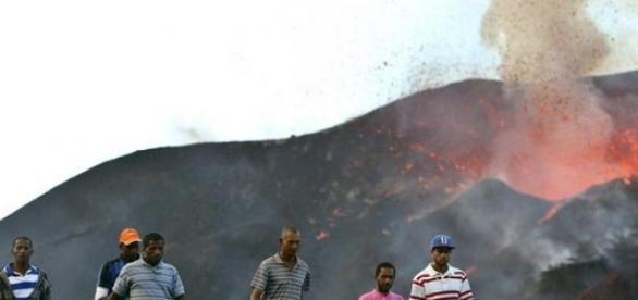 Erupção vulcânica deixou uma onda de destruição