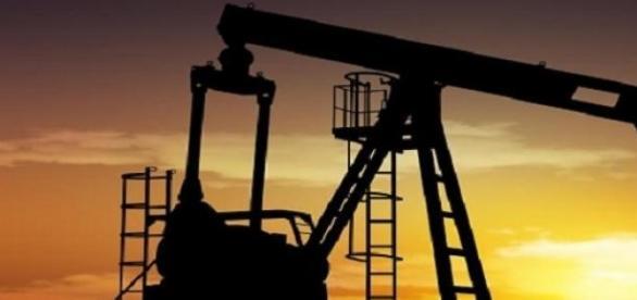Petrolul se ieftineşte progresiv