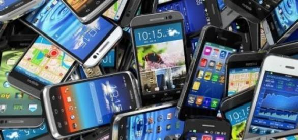 Ce smartphone să-ţi cumperi