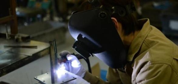 Emprego na Indústria encolhe 5,1% em março