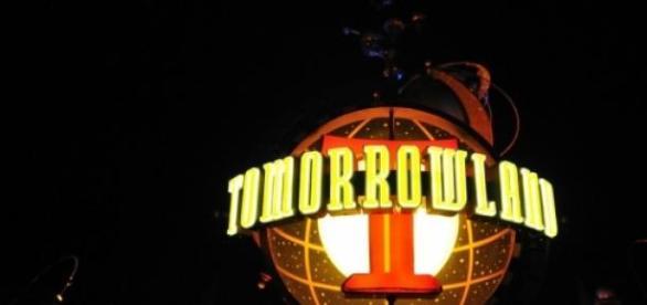 Ist Tomorrowland positive Gehirnwäsche?