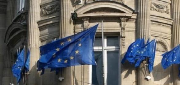 La bandiera blu con dodici stelle, simbolo europeo