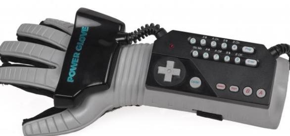 mando de realidad virtual llamado power glove