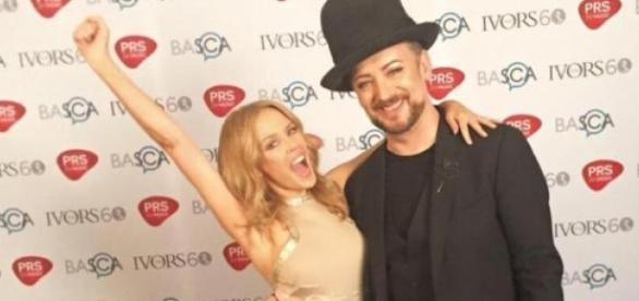 Kylie Minogue junto a Boy George