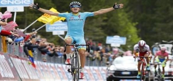 Mikel Landa gana y Contador confirma el liderato