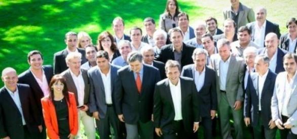 candidatos de la oposición de San Juan, con Massa