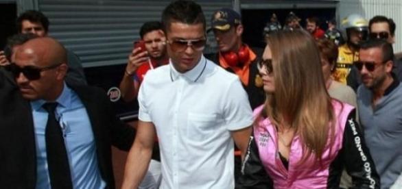 Cristiano Ronaldo e Cara Delevingne muito próximos