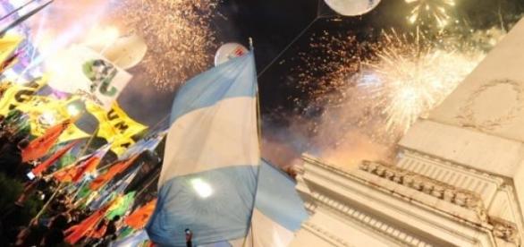 La plaza de mayo repleta para un nuevo festejo