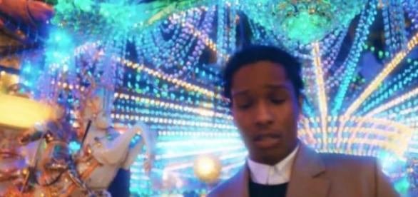 """Photo tirée de la vidéo du titre """"LSD"""""""