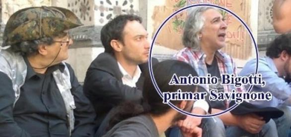 Antonio Bigotti cerşind pe treptele catedralei