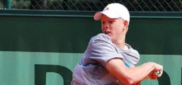 Kyle Edmund joined Murray & Watson in round two