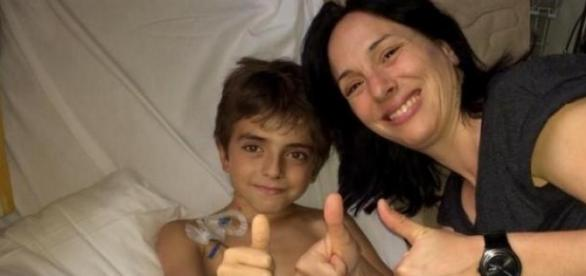 Lucas padece de leucemia mieloide monocítica.