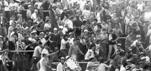 Tragedia Heysel, zginęło 39 kibiców.