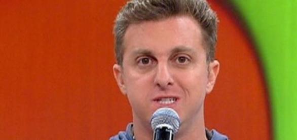 Luciano Huck pede afastamento da TV Globo
