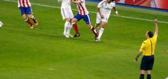Mario Suarez en un partido contra el Real Madrid