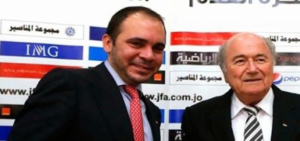 Príncipe Ali bin al Hussein y Joseph Blatter