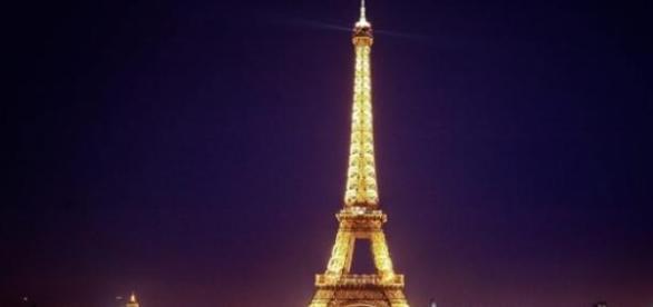 Turnul Eiffel simbolul Parisului