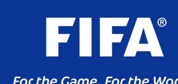 Una placa con la insignia de FIFA