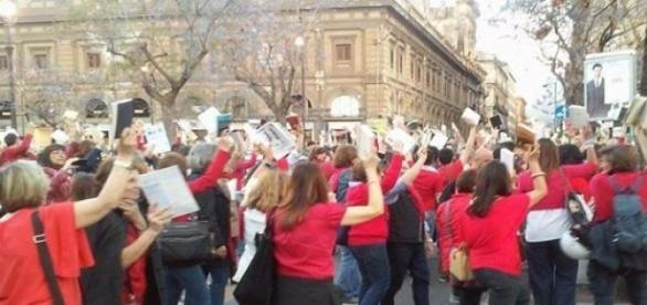 Flash mob - I docenti scendono in piazza