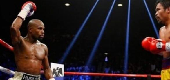 Mayweather l-a învins la puncte pe Manny Pacquiao