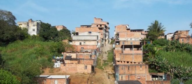Salvador sofre com o deslizamento de terra