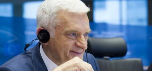 Jerzy Buzek jest wśród Polaków z sankcją wizową