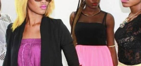 Des jeunes camerounaises légèrement habillées.