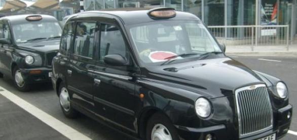Os táxis terão baterias carregadas em tomada