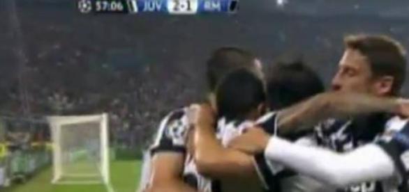 Tévez y compañía festejando el gol del triunfo