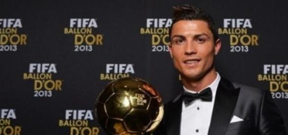 Cristiano Ronaldo com a Bola de Ouro