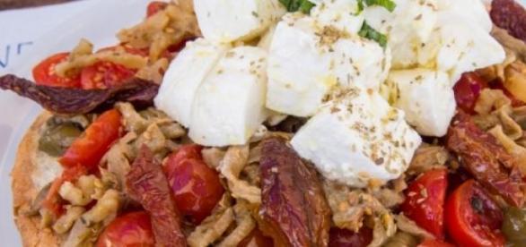 pane cunzato tipico della cucina siciliana