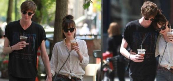 Dakota Johnson com o namorado Matthew Hitt