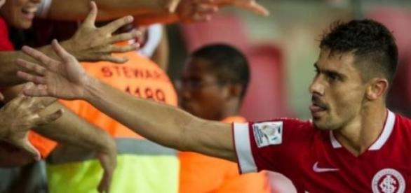 Jogador estende vínculo com o Inter até 2017