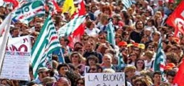 Manifestanti allo sciopero della scuola.