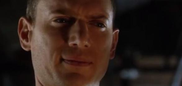 Wentworth Miller no papel de Capitão Frio