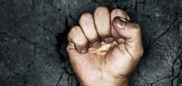 Femeie de 44 de ani omorâtă în bătaie de un  minor