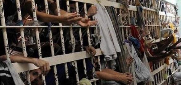 São mais de 700mil os presos no Brasil.