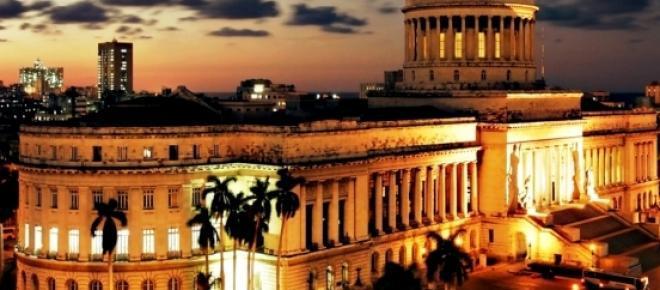 El Capitolio de La Habana, a imagen y escala del original en Washington, es uno de los inmuebles más atractivos para los visitantes
